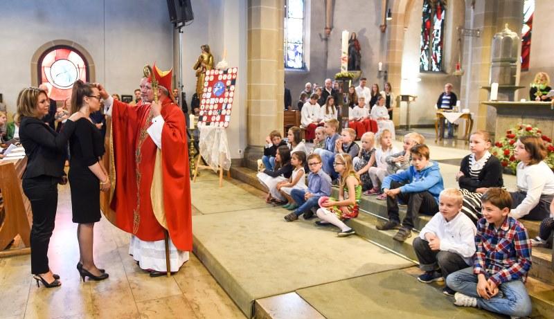 Priester im Gottesdienst