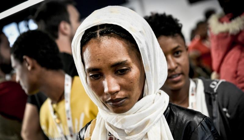Geflüchtete Frau mit Kopftuch
