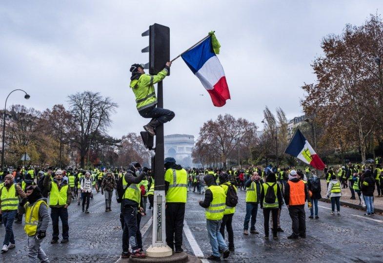 Gelbwesten demonstrieren in Paris.