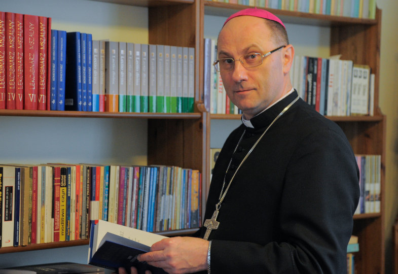 Gnesens Erzbischof Wojciech Polak, Primas von Polen, im  Gespräch