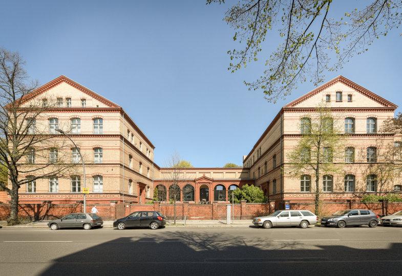 Gebäude der ehemaligen Rechtsmedizin in der Hannoverschen Str. 6, Sitz des Exzellenzclusters