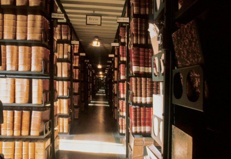 Blick in ein Archiv des Vatikans.