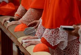 Kardinäle kurz vor dem Konklave am 12. März 2013 bei einer Messe.