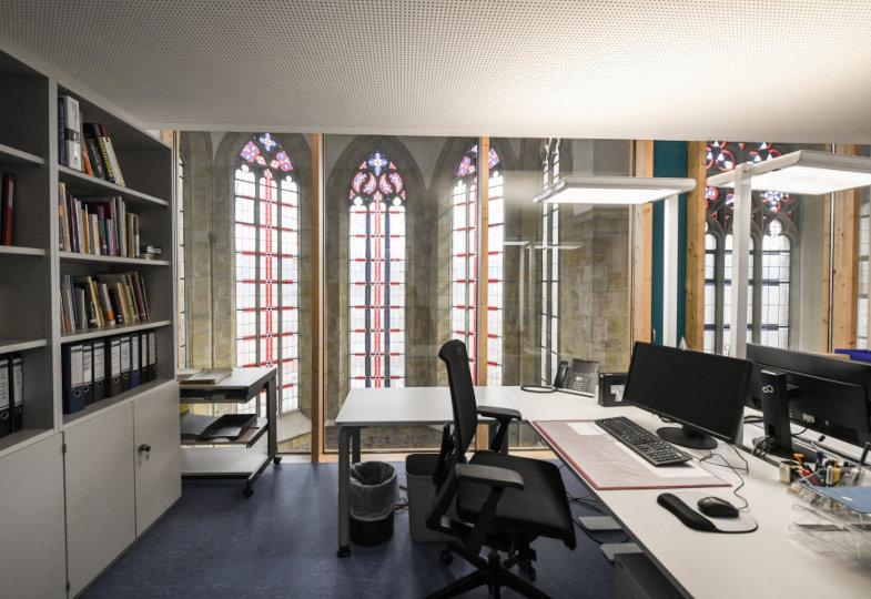 Die Räume des Diözesanarchivs Aachen befinden sich in einer Kirche