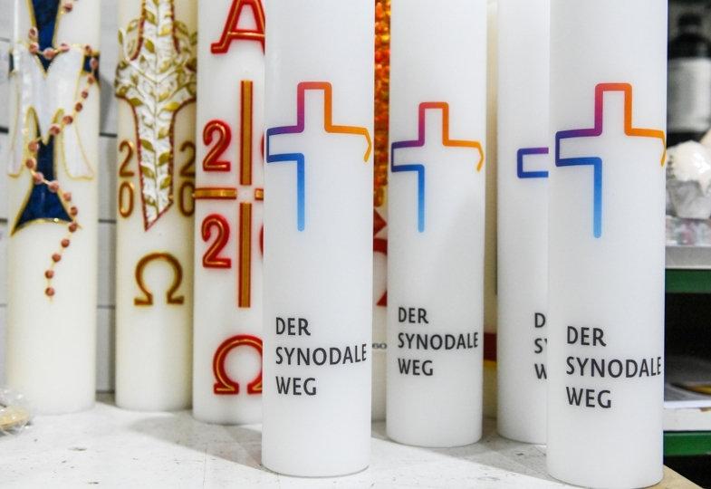 Kerzen mit Motiv Synodaler Weg