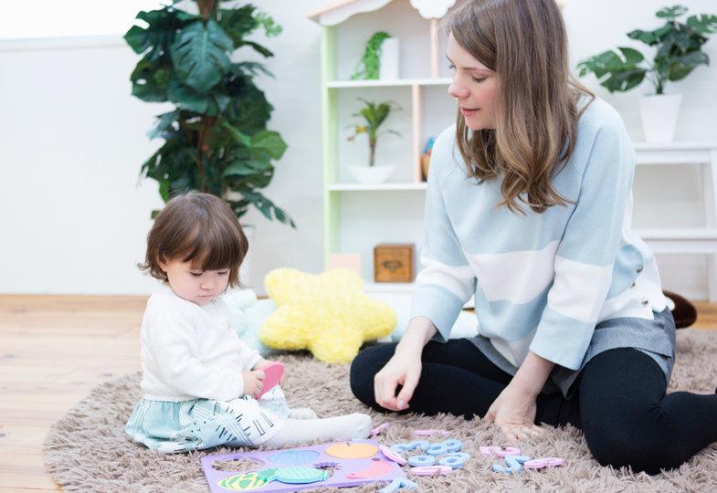 """Mitarbeiterin fragt – Kita-Leitung antwortet: """"Darf ich bei unseren Eltern privat babysitten?"""""""
