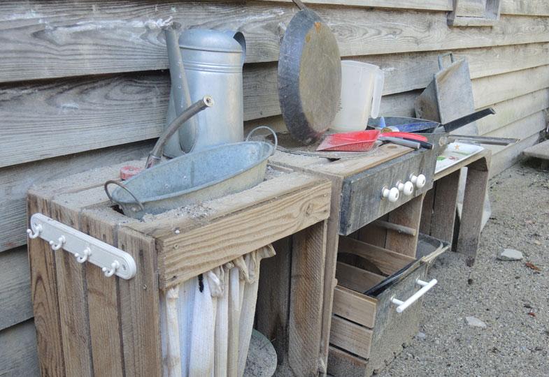 Bildungsbereiche im Außengelände: Die Matschküche