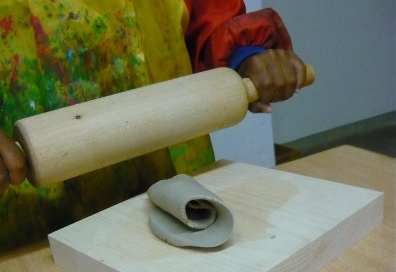 Mit Ton und Knoblauchpresse: Ergänzende Materialen für die Tonwerkstatt