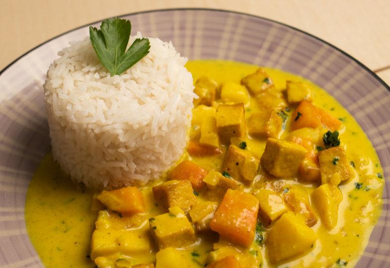 Gemüsecurry mit Tofu und Reis
