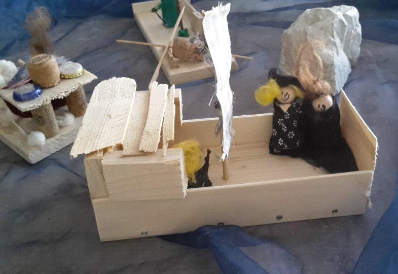 Kreative Idee mit Obstkisten: Piratenschiff