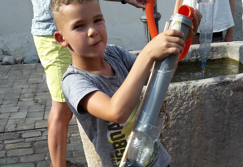 Plätscher, tropfen, fließen: Eine kreative Idee mit Wasser