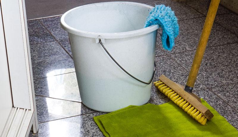 Aufgaben im Haushalt: Auch Männer können putzen