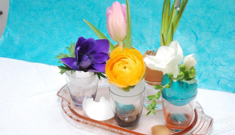 Basteln mit Eierschalen: Blüten in Mini-Vasen