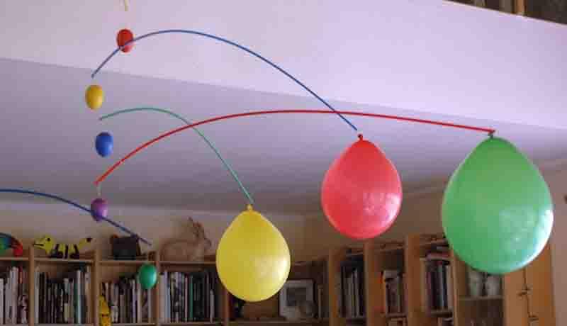 Basteln mit Luftballons: Ostereier-Waage