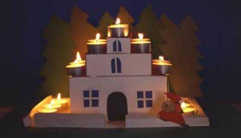 Basteln mit Schachteln: Leuchtendes Weihnachtshaus