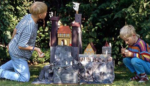 Burg aus Kartons und Kleisterpapier: Für Ritter und Burgfräulein