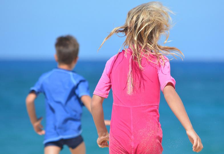Mädchen rosa, Junge blau: Kinderkleider werden meist nur in