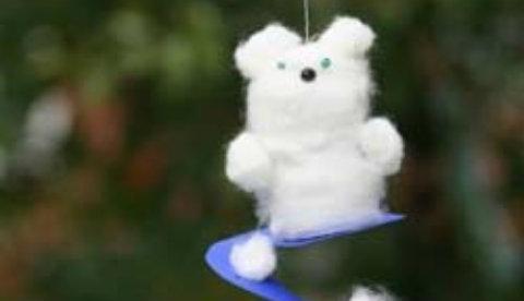 Deko-Tipp aus Wattekugeln: Tanzender Eisbär