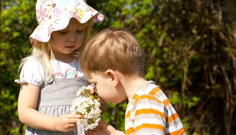Ein Pflanzfest: Mit den ersten Blumen und Kräutern lässt sich's gut feiern