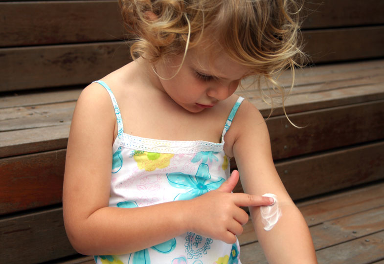 Neurodermitis stellt für Eltern und Kinder auch eine psychische Belastung dar