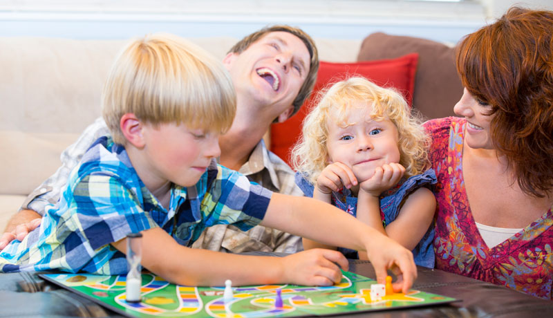 Gesellschaftsspiele in der Familie: Spaß, Spannung und kreatives Miteinander
