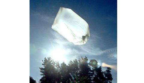 heissluftballon-aus-einem-muellsack-heisse-luft-im-beutel