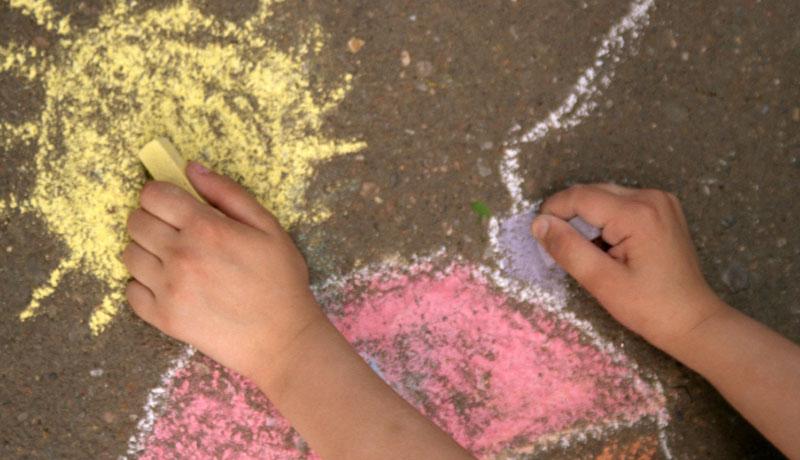 Wie Kinder lernen, sich alleine zu beschäftigen: Im Alltag die Welt erkunden