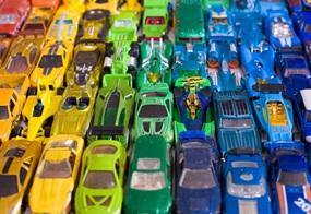 Spielzeug nach Farben und Formen sortieren: Ist das noch normal?