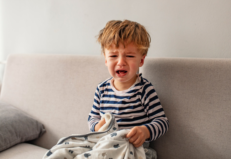 Kleine Kinder empfinden oft Schmerzen im Bauch