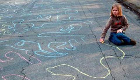 Malen mit Straßenkreide: Endlose Linien a la Hundertwasser