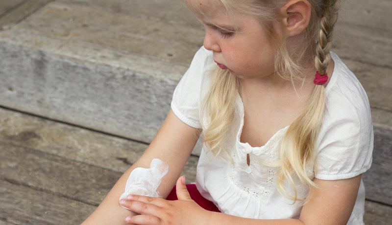 Lernen, mit der Krankheit zu leben: Neurodermitis-Schulungen für Eltern und Kinder