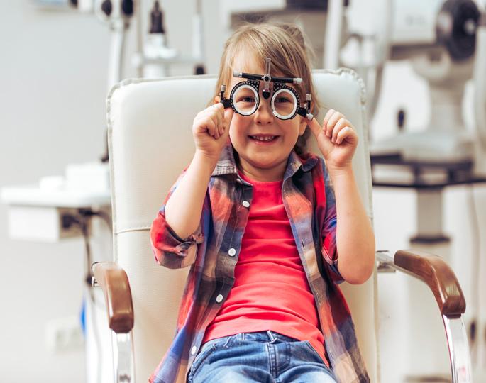 Augenerkrankungen rechtzeitig erkennen: Schon Kleinkinder sollten zum Augenarzt