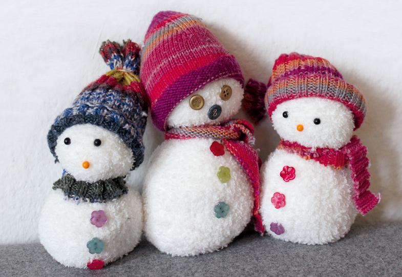 Knuddelweich sind diese selbstgebastelten Schneemänner