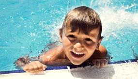 Warum Schwimmen lernen so wichtig ist: Ab ins Wasser