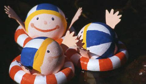Schwimmende Figuren: Besuch im Pool 1