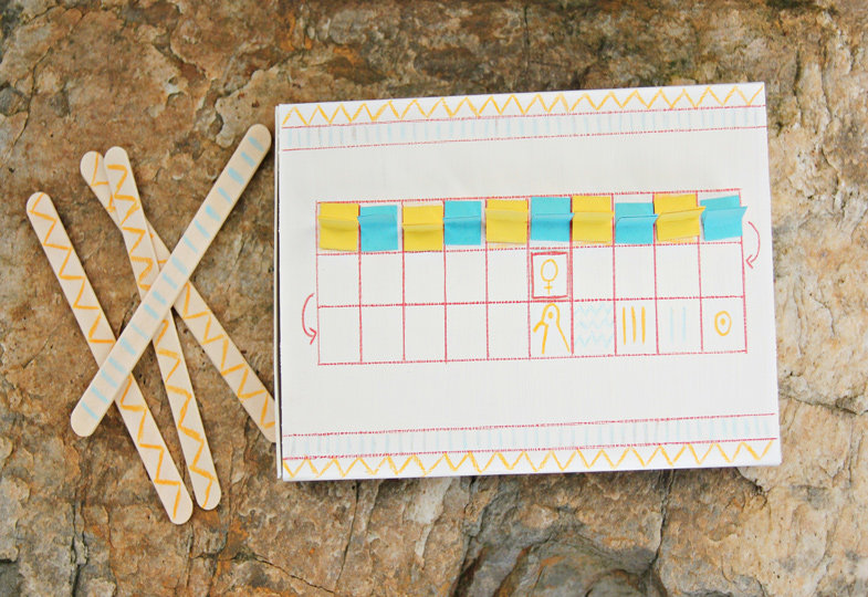 Schon mal selbst ein Spiel gebastelt? Mit Senet, ein Spiel aus dem alten Ägypten, gelingt das ganz leicht.