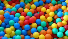 Spiele mit Ball und Seil: Neue Ideen für Spielzeugklassiker