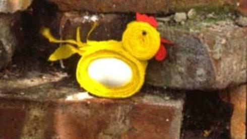 Tischdeko aus Krepppapier: Hühnerfamilie