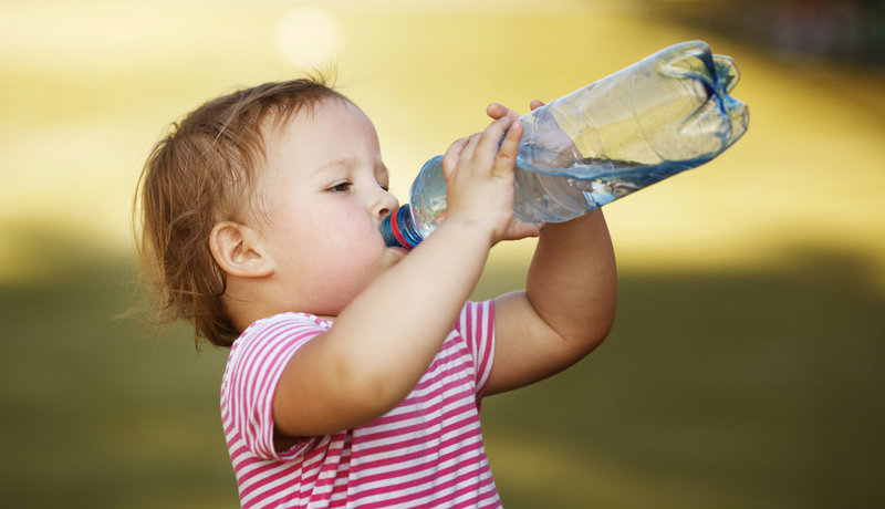 Was und wieviel Kinder trinken sollten: Na dann Prost