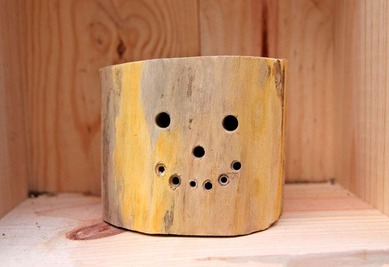 Löcher sollten immer nur in die Längsseite des Holzes gebohrt werden.