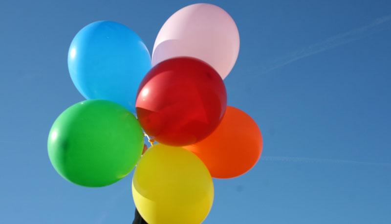 Wir feiern ein Fest mit vielen bunten Luftballons: Luftballonfest
