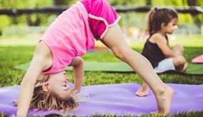 Yoga für Kinder: Bewegung und Stressabbau