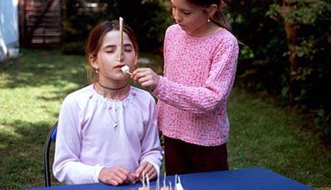 Zunge und Nase im Test: Ohne Riechen kein Geschmack