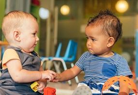 Ich und du! Kinder lernen im Spiel von- und miteinander