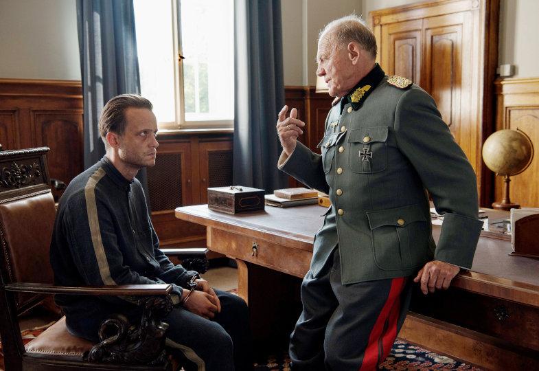 August Diehl als Franz Jägerstätter und Bruno Ganz als NS-Militärrichter (C) Pandora Film Verleih